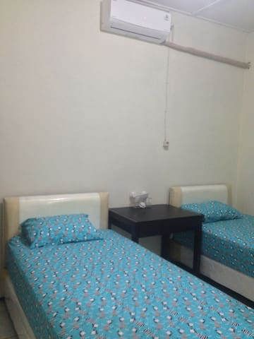 Pensioen house renting suitable for woman only