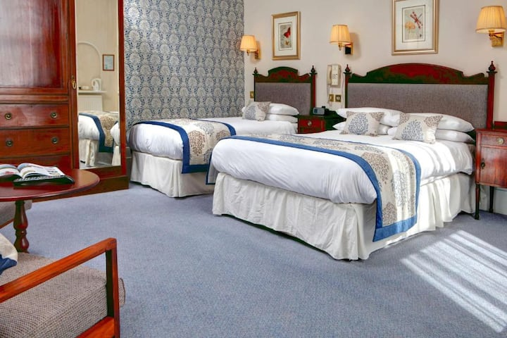 Essential Travel Only: Boutique Triple With Double Bed At Brighton