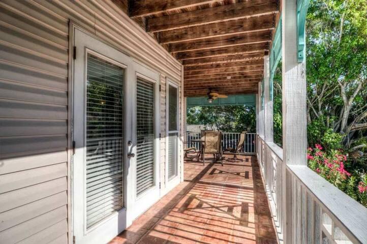 Balcony w/Overhead Fan - Great to Eat or Relax