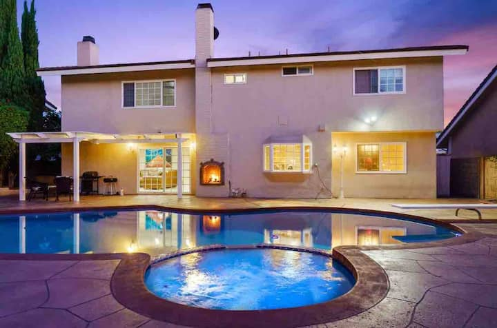 COME LIVE IN STYLE! 😎 Pool * Hot Tub * Game Room