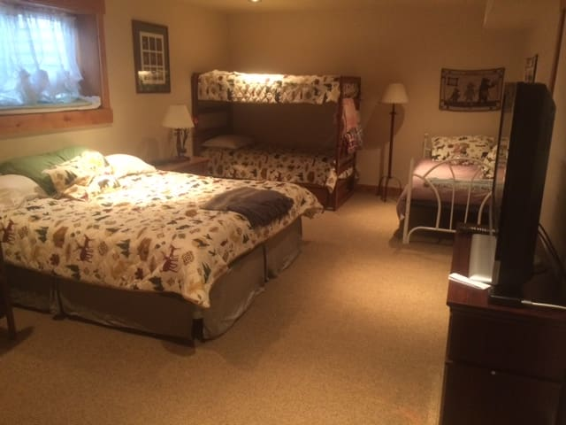 Beautiful Room, large downtown home - Steamboat Springs - Casa