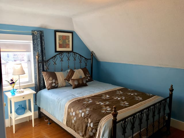 Nice, Clean, Warm, Smoke Free, and Parking 2 - Somerville - House