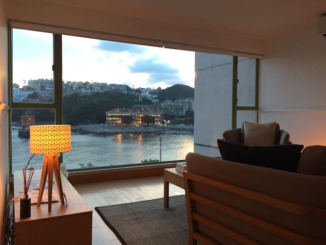 Beautiful waterfront 1BR apartment in Stanley