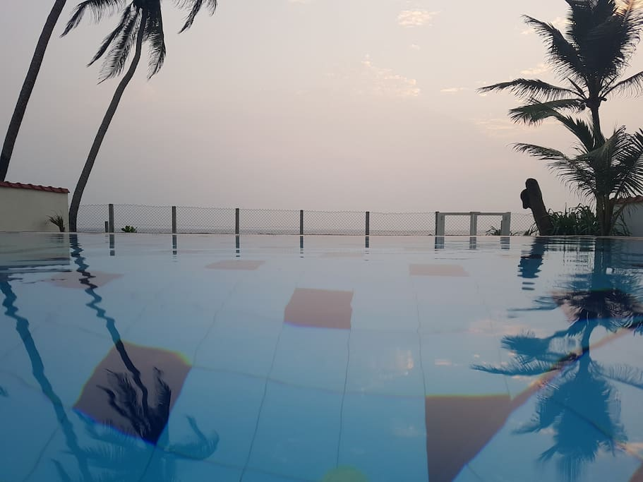 View across the pool out into the wide open ocean