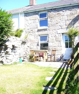 Old stone cottage, quiet location, great views - Saint Just