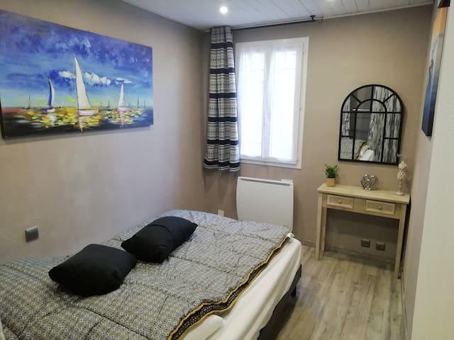Chambre N°1 avec lit de 140cm