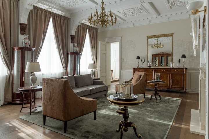ROYAL Apartment Serviced by A22 Hotel