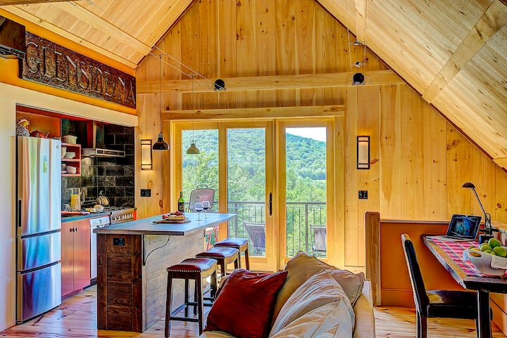 THE LOFT, stunning views from a timber framed barn