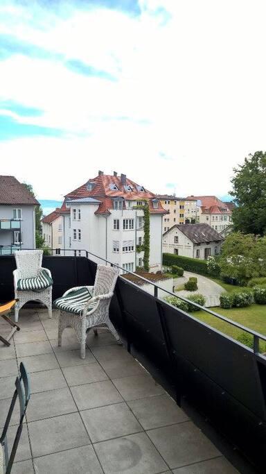 Balkon mit ein wenig Seeblick