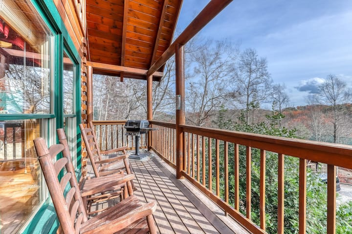 Luxury cabin w/ mountain views, a private hot tub, shared pool, & free WiFi!