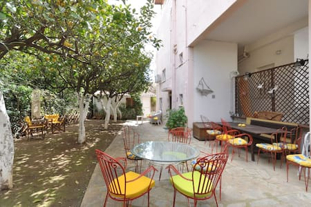 Charm&smart, contemporary flat with private patio! - Glifada - Wohnung
