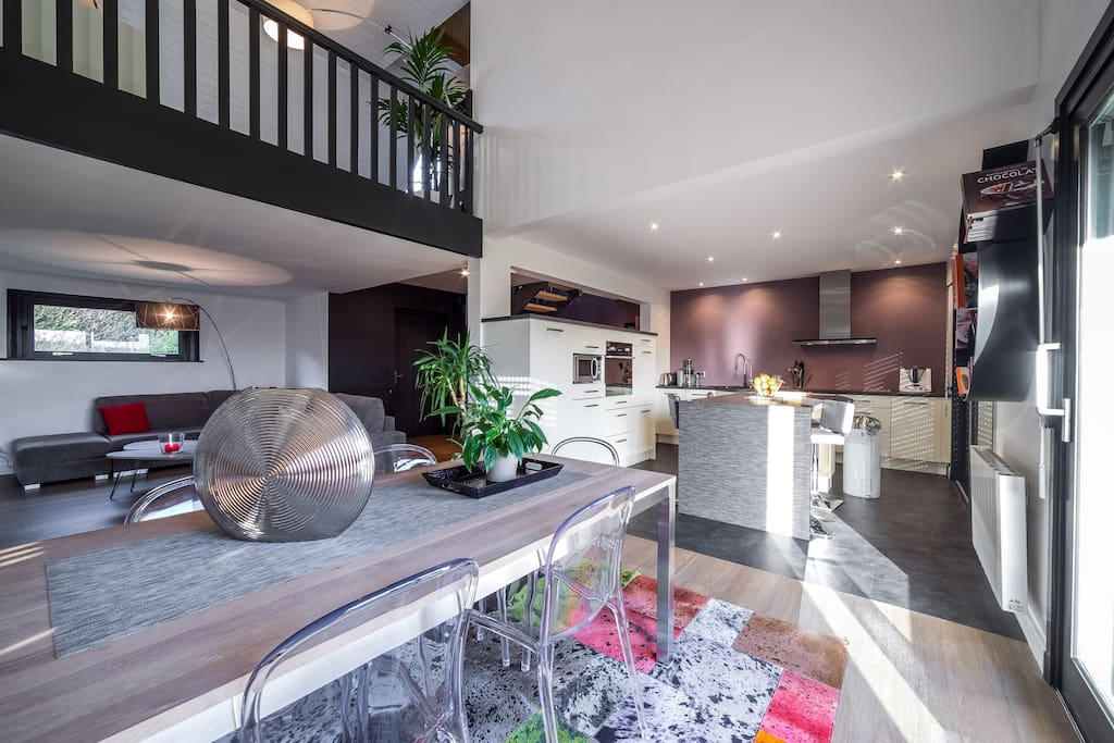 maison d 39 architecte centre ville houses for rent in auray bretagne france. Black Bedroom Furniture Sets. Home Design Ideas