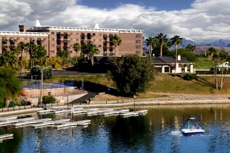 Queens Bay Condo by London Bridge - Lake Havasu City