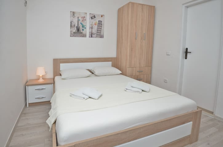 Double bed Studios in Becici, 350m from beach .