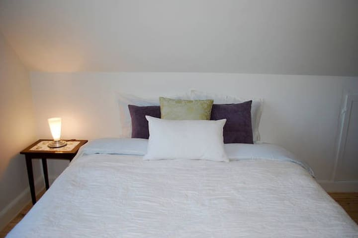 Room in Beautiful Surroundings 4