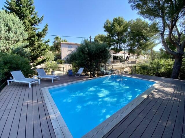 Villa avec piscine sur les hauteurs de Ceyreste