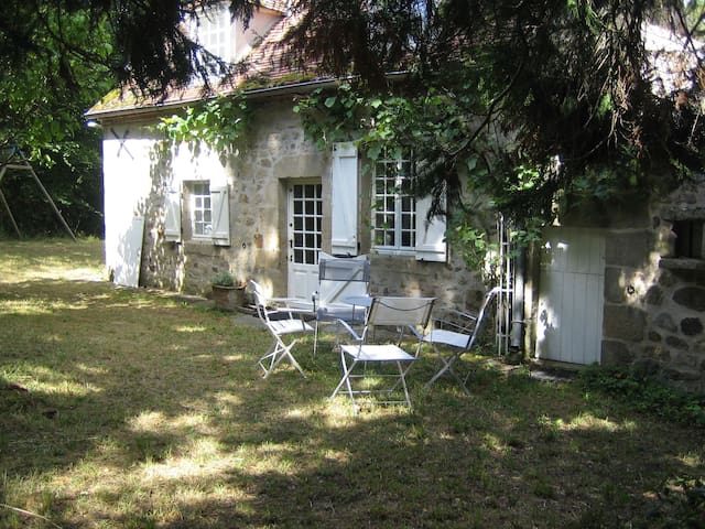 Charmant Cottage  pleine campagne - Noyant-d'Allier - House