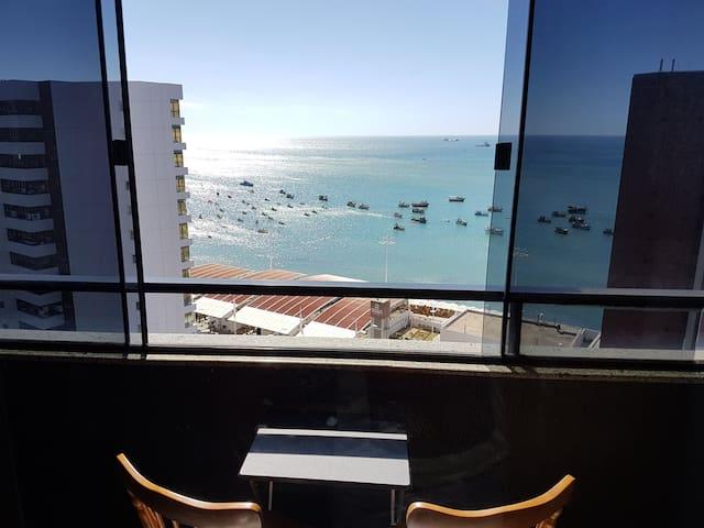 Apartamento com vista para o mar e varanda!!