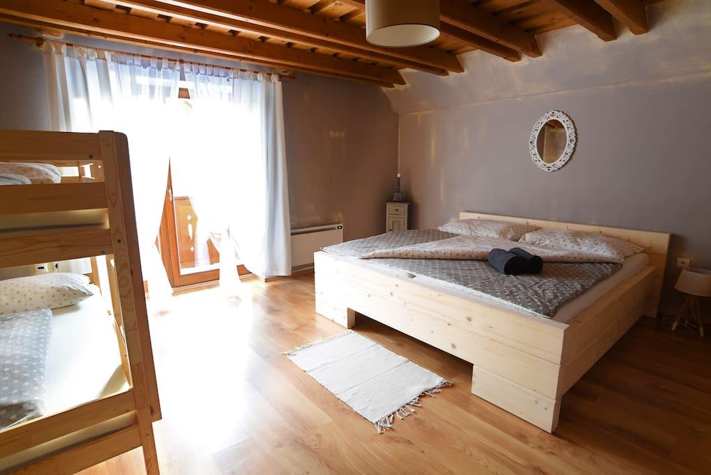 Big Vintage Apartment - Bedroom 1