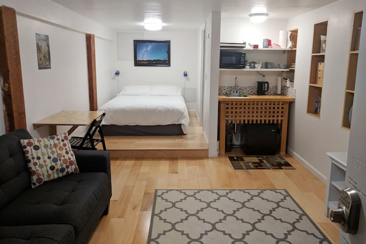 SF studio-private guest suite close to airport
