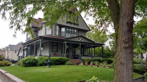The Linda Sue Manor Secret Garden Room