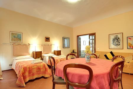 Beautiful Rental flat downtown  6px Duomo Florence - Florence - Apartment