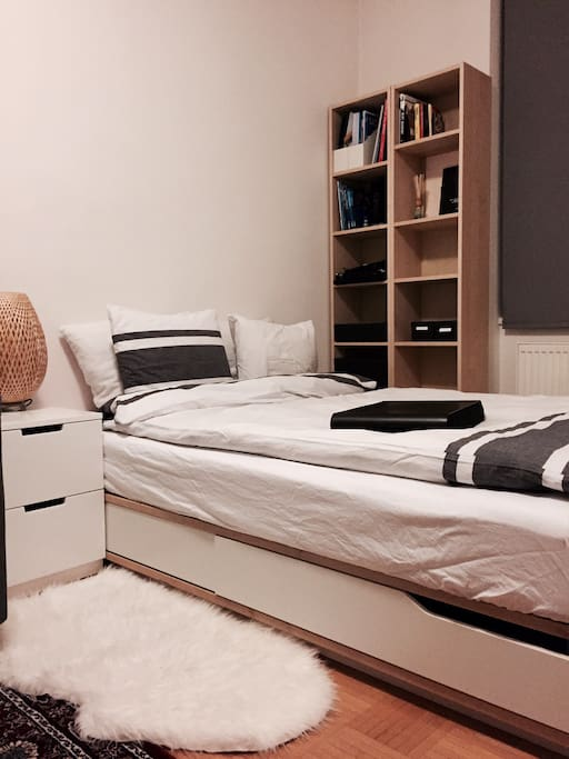 bedroom equipped with full size bed