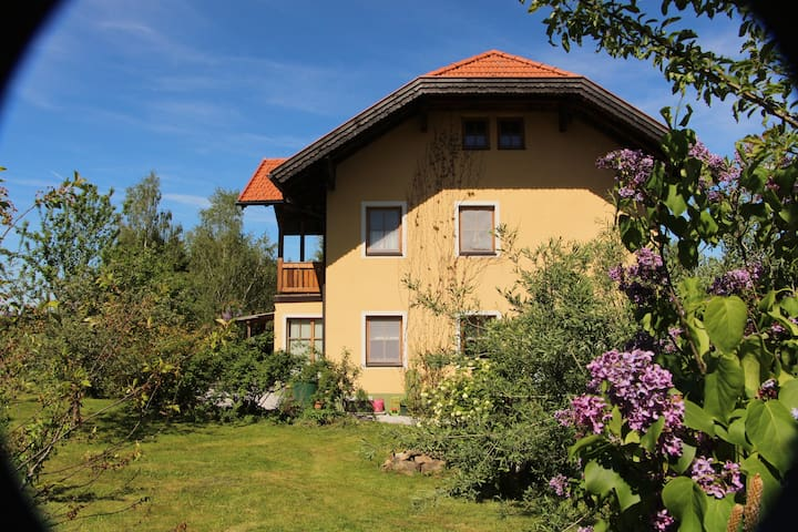 Countryhouse with pool and garden. - Neumarkt am Wallersee - Casa