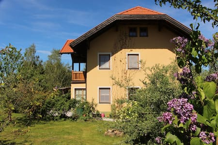 Countryhouse with pool and garden. - Neumarkt am Wallersee