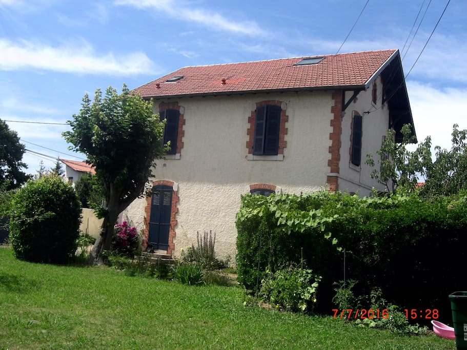 Maison et jardin (vue 2)