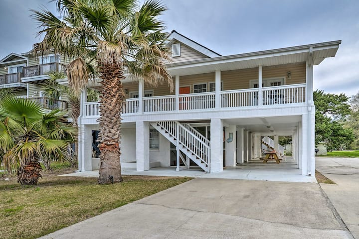 Murrells Inlet Upstairs Unit: 1 Block to Beach!