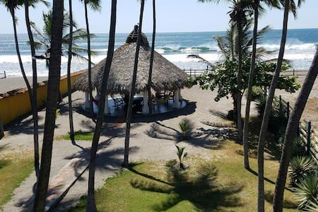 Casa de Los Patetas Room 2 (info offered @room 1) - Poneloya - บ้าน