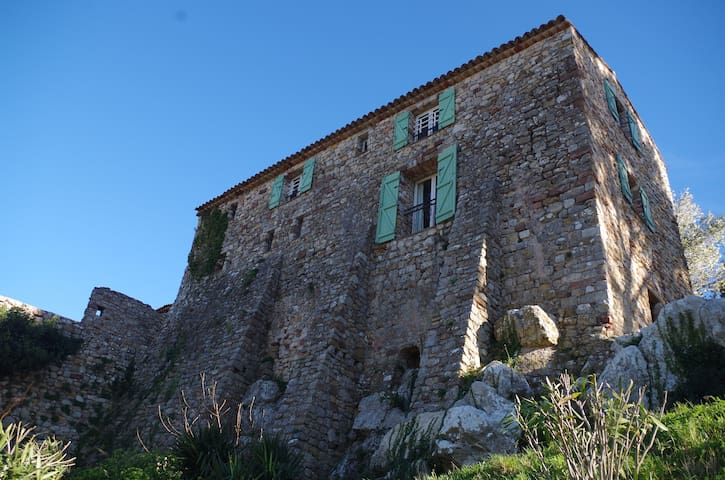 Stone house in a medieval village - Le Cannet-des-Maures - House