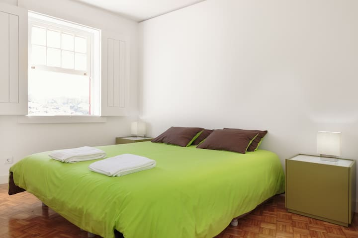 Bedroom (double bed or 2 twin single beds