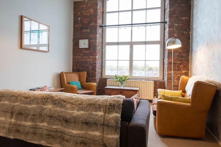 Spacious city apartment Carlisle - entire home