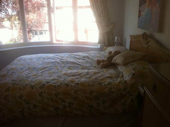 Beautiful Home & King Sized Bed in Liverpool