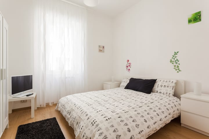 Central nice&bright apartment,WIFI