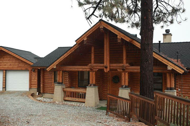 Log Home w/ Amazing Views and A/C! - Idyllwild-Pine Cove - Hus