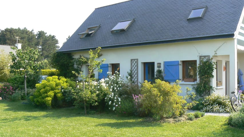 Grande Maison  jardin bord de mer  - Riantec - House