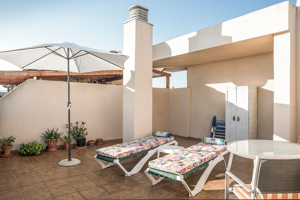 Private Roof Terrace . Not overlooked !!