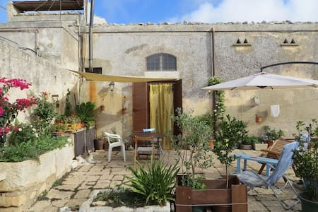 SICILIAN COUNTRY HOUSE REAL FARM - Ragusa