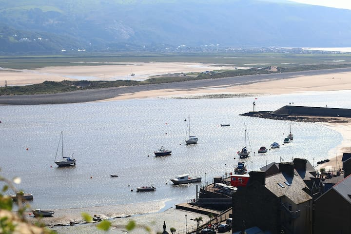 THE INGLE - BOLT HOLE ON THE ROCK - Barmouth - Casa