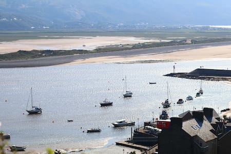 THE INGLE - BOLT HOLE ON THE ROCK - Barmouth - บ้าน