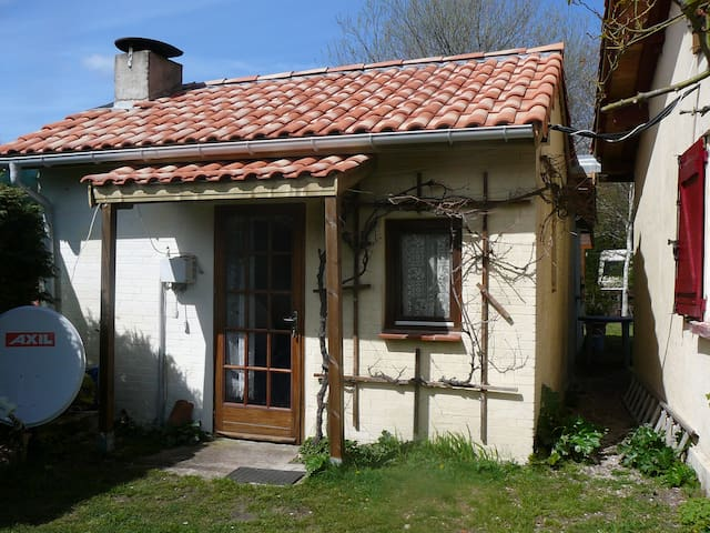 Small house with garden - Parentis en Born - Casa