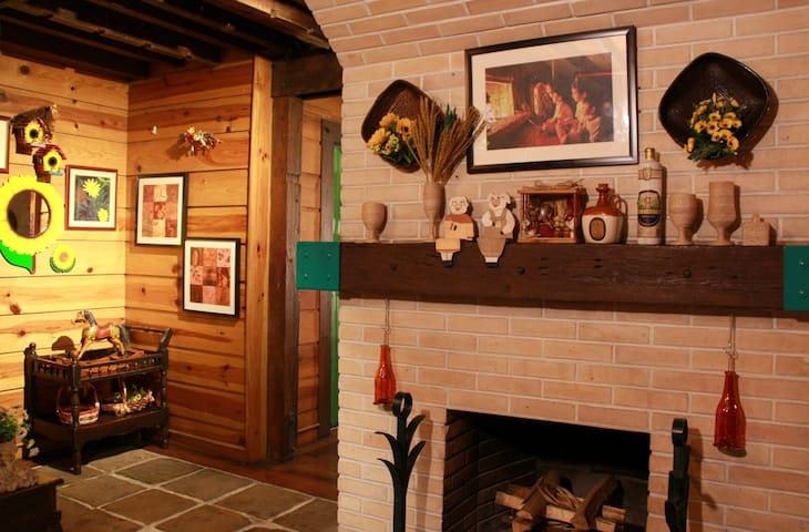 Forest House Cozy Room #2 w/ FREE BREAKFAST