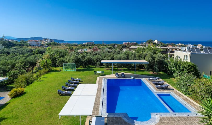 Unique, private villa with large garden and terrace overlooking the sea, close to sandy beach, shops and restaurants