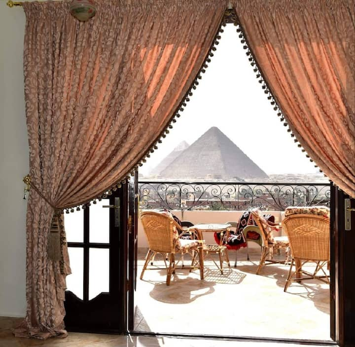 Deluxe suite with Pyramids view