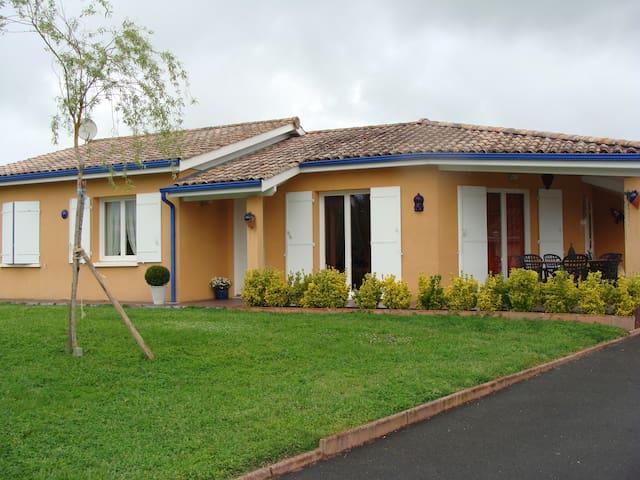 maison du Bordelais avec piscine - Salignac - บ้าน