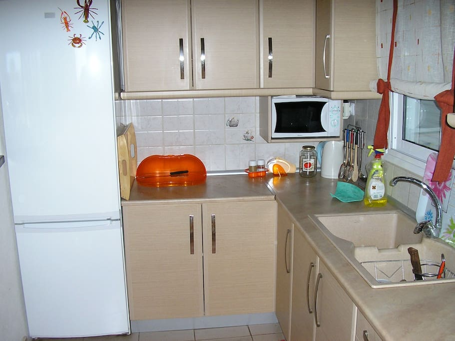 Κουζίνα πλήρως εξοπλισμένη