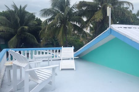AC Private Room in Spacious Home - Caye Caulker - Dom